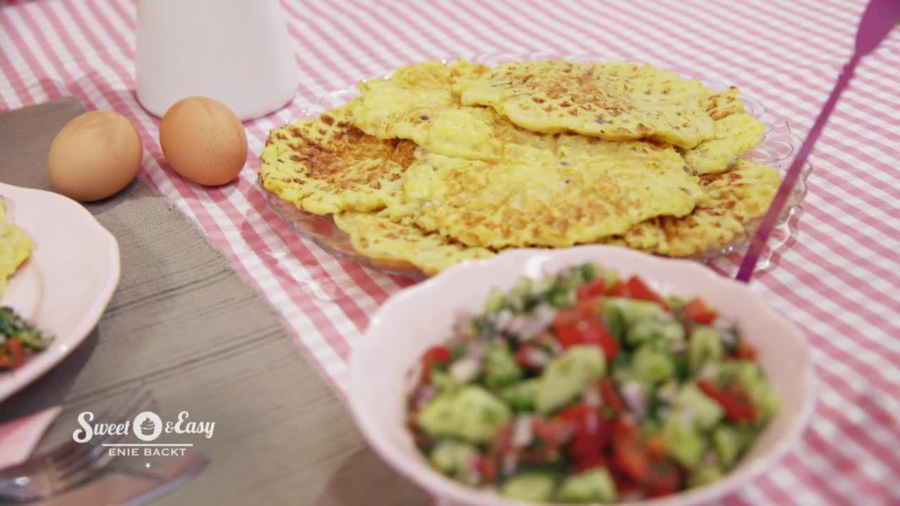 Kartoffelwaffeln mit Tomate-Gurken-Salat -Sweet & Easy - Enie backt