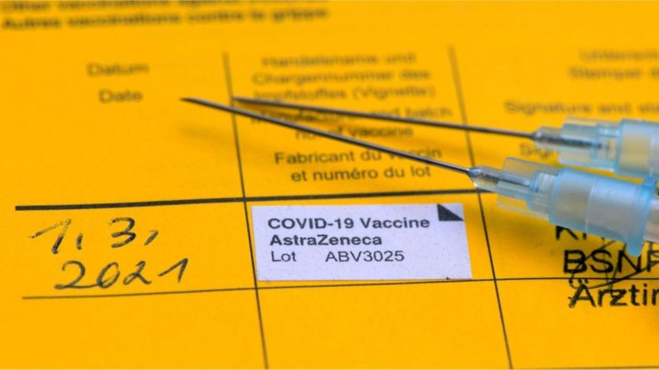 Darum solltest du keine Bilder von deinem Impfpass posten