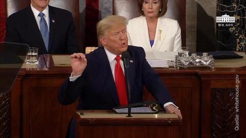 Trump lobt Errungenschaften - Pelosi zerreißt Redemanuskript