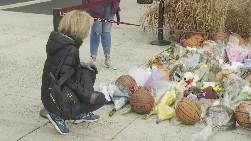 Kobe Bryant fans pay tribute at NBA star's former high school