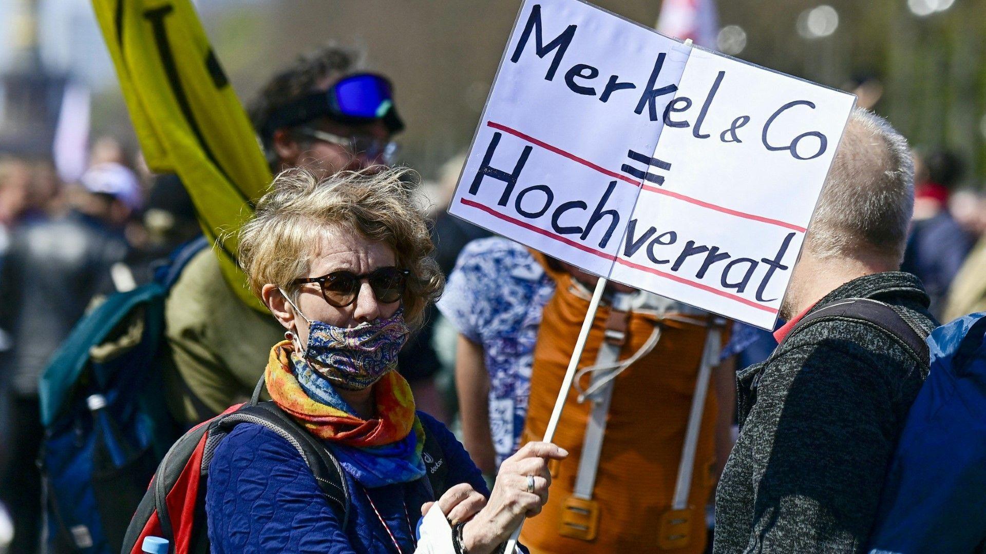 Tausende protestieren in Berlin gegen Corona-Notbremse