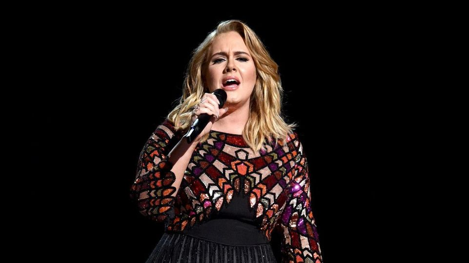 Adele receiving advice from Celine Dion for possible Las Vegas residency