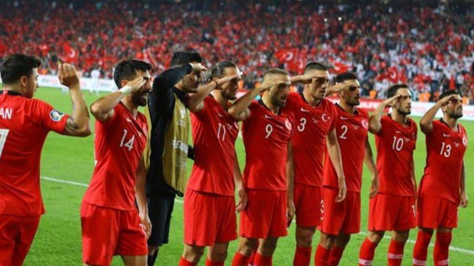 Turkei Militar Jubel Calhanoglu Wir Wollten Unsere
