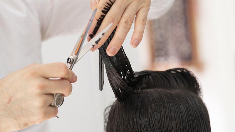 Haare selber schneiden: Die wichtigsten Tipps für die DIY-Frisur