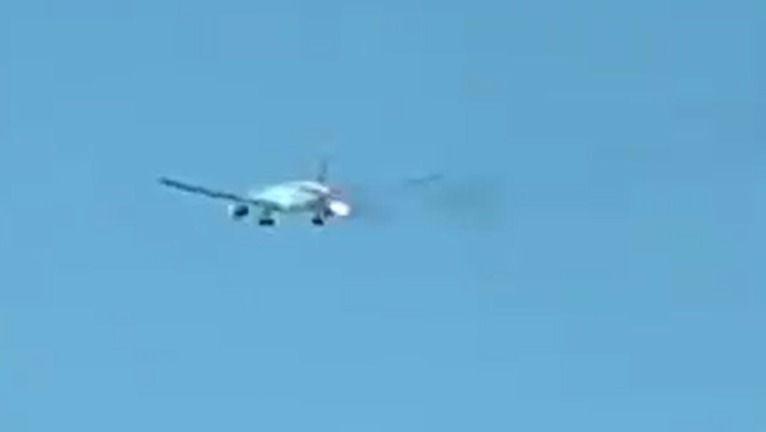 Unglaubliche Aufnahmen: Flugzeug mit 350 Passagieren in Flammen
